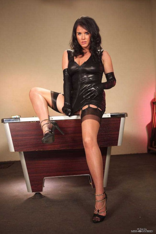 Stunner Raven Lee in fully fashioned nylons and PVC